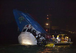 Chinese ferries crash on national Chinese day, killing 39