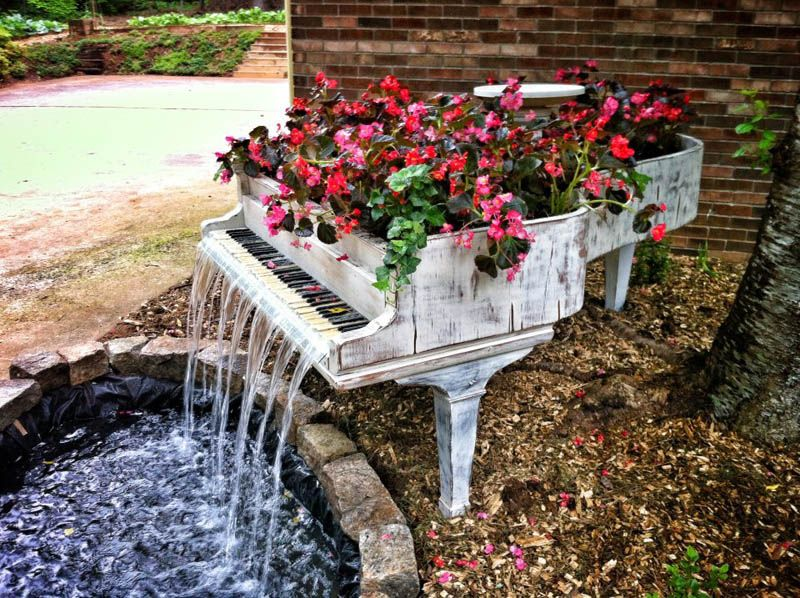 Use an old Piano as stunning a fountain