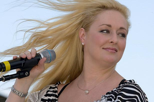 Mindy McCready suicide at age 37