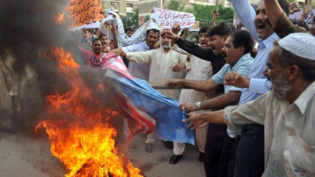 Pakistani Christian disses Muhammad -Muslims burn down Christian homes-